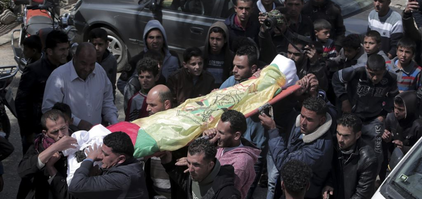 mourning palestinians